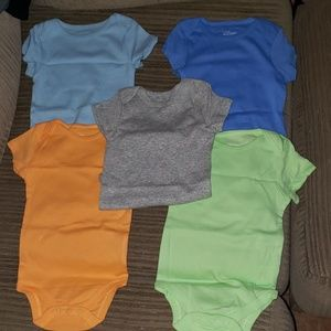 5 pc baby bodysuits size 6-9 months brand new